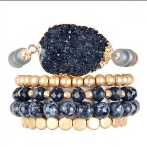 🎁  stacked beaded bracelets with stone accent